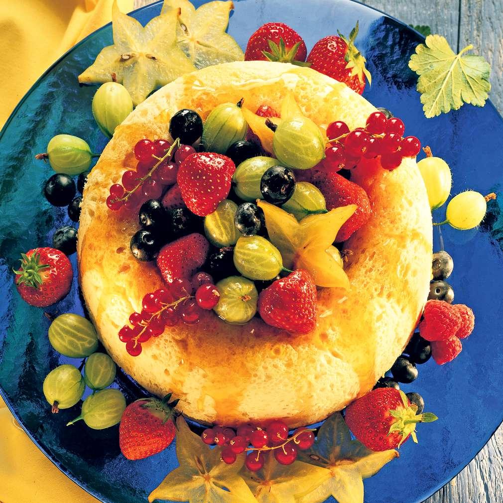 Abbildung des Rezepts Zitronensavarin mit Beeren