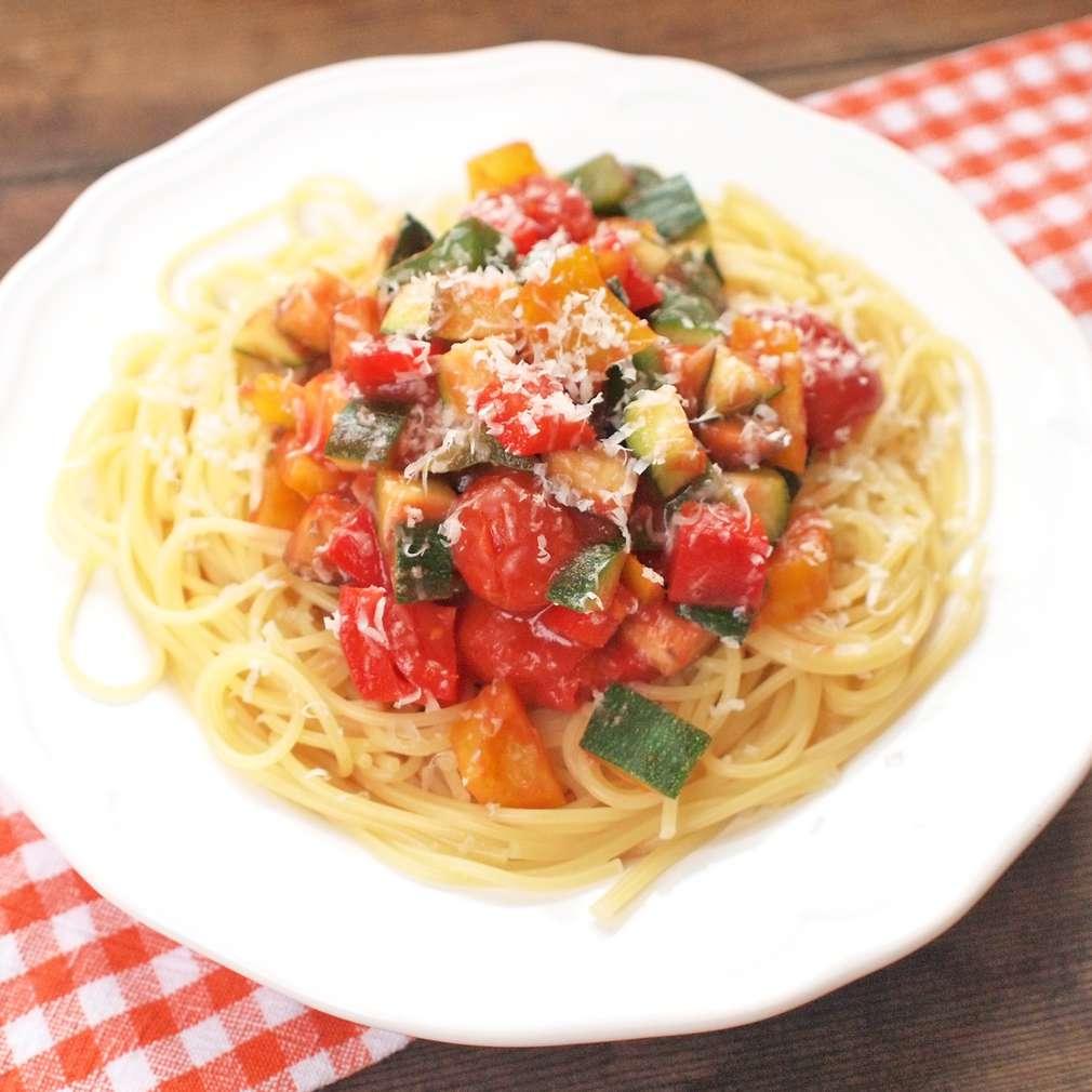 Zobrazit Špagety se zeleninovým ragú receptů