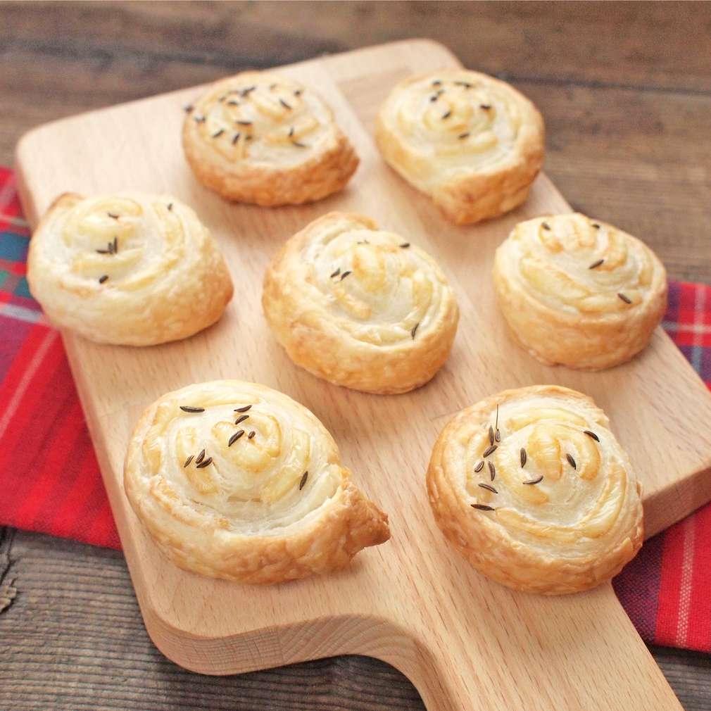 Zobrazit Pečené sýrové šneky receptů