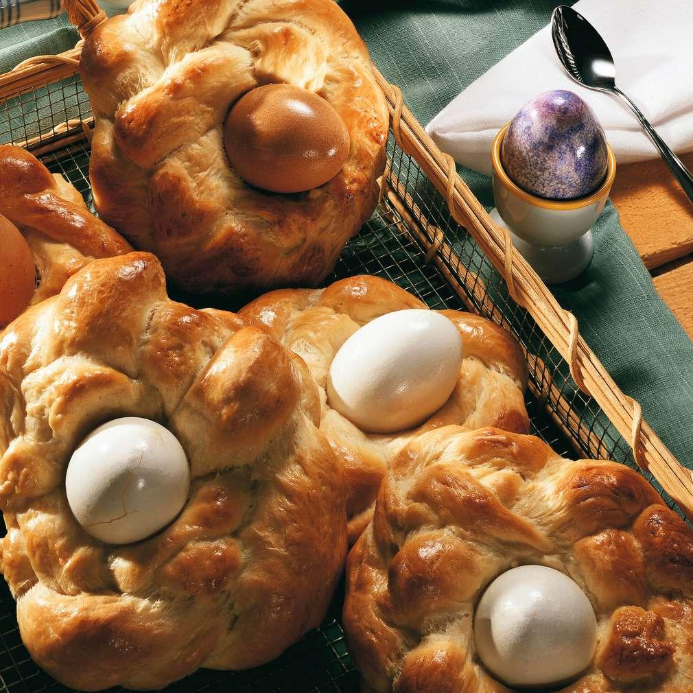 Zobrazit Velikonoční hnízda z kynutého těsta receptů
