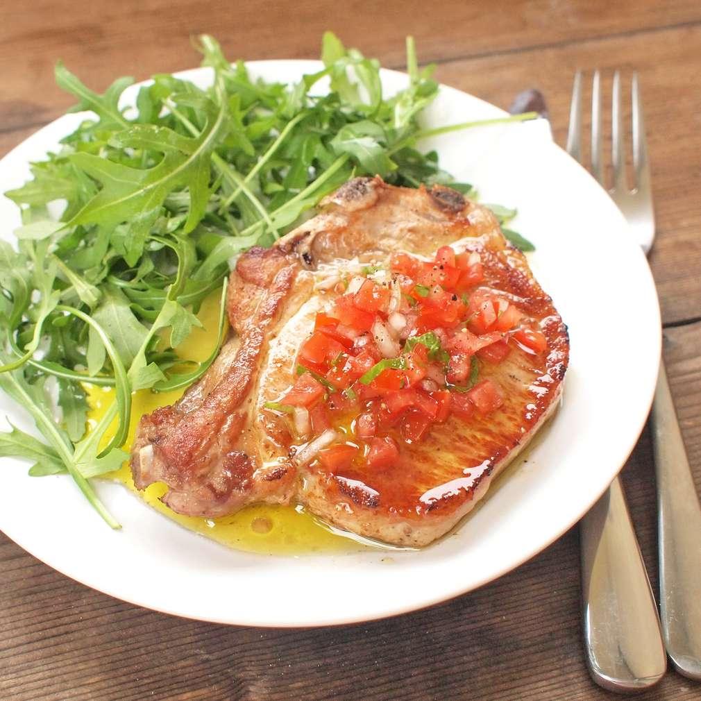 Zobrazit Vepřové steaky s pikantní salsou receptů