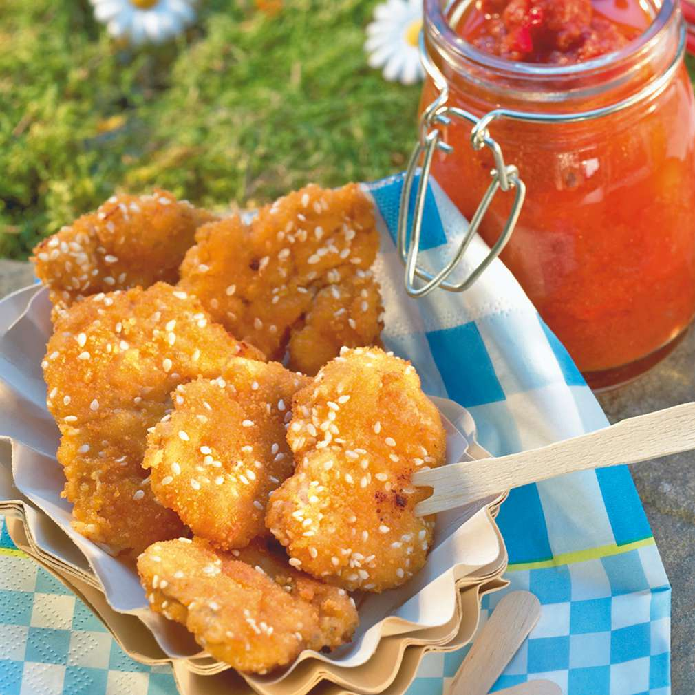 Abbildung des Rezepts Mini-Schnitzelchen mit Tomaten-Chili-Dip
