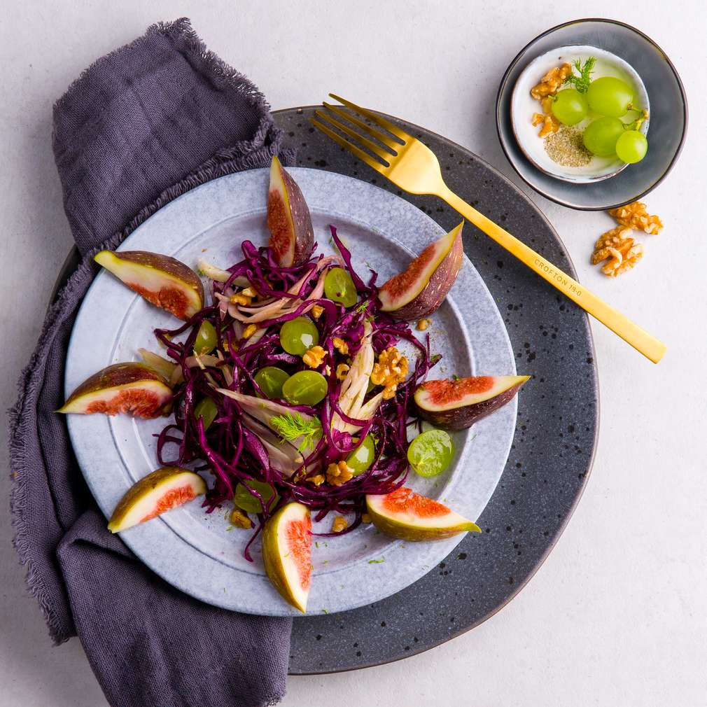 Abbildung des Rezepts Rotkohl-Fenchel-Salat mit Walnuss-Dressing