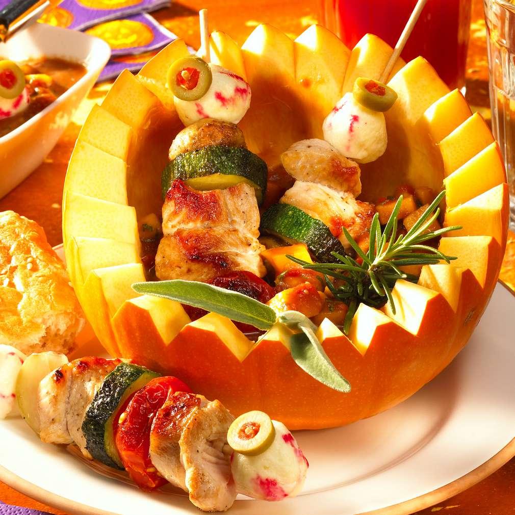 Zobrazit Halloweenské špízy s marinovanými krůtími kostkami receptů