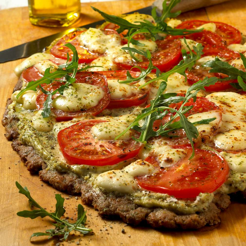 rezept f r tomaten pesto pizza kaufland. Black Bedroom Furniture Sets. Home Design Ideas