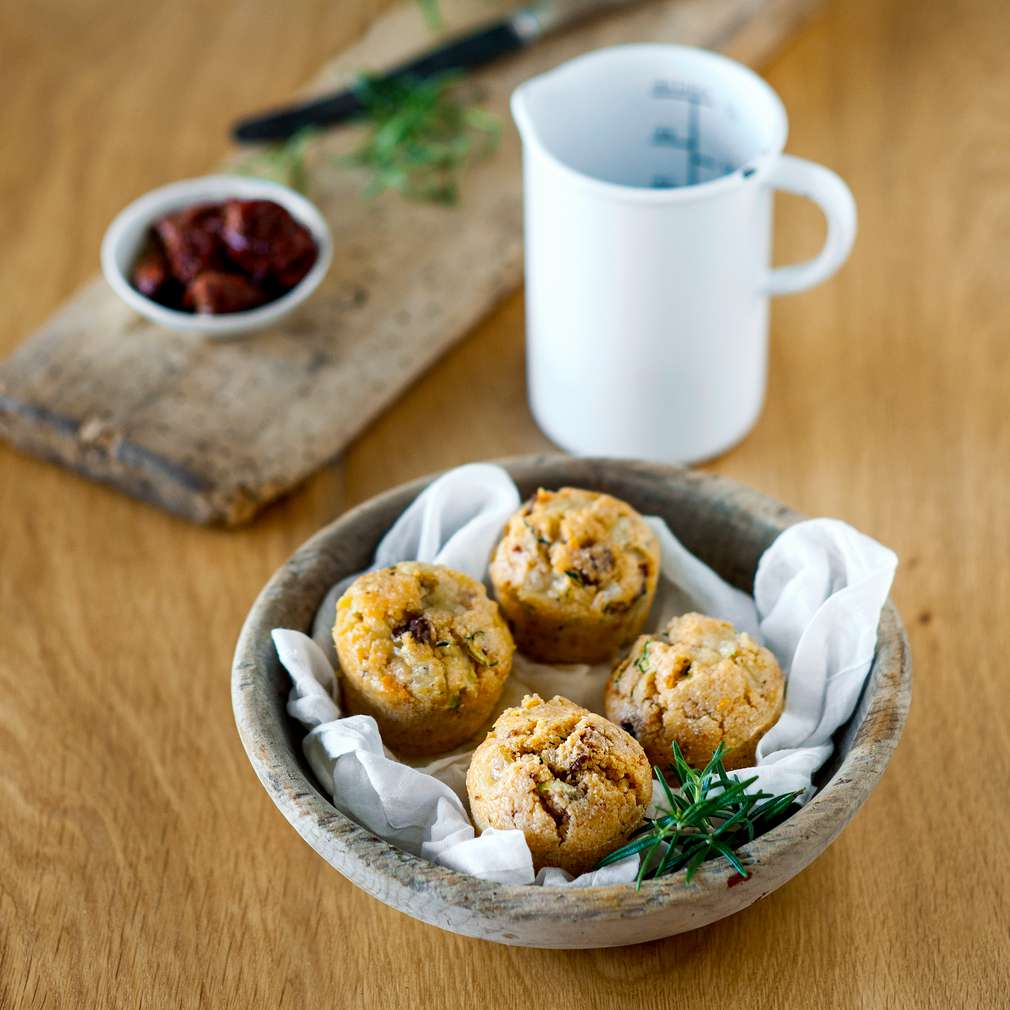 Abbildung des Rezepts Grießmuffins mit Mozzarella und Zucchini