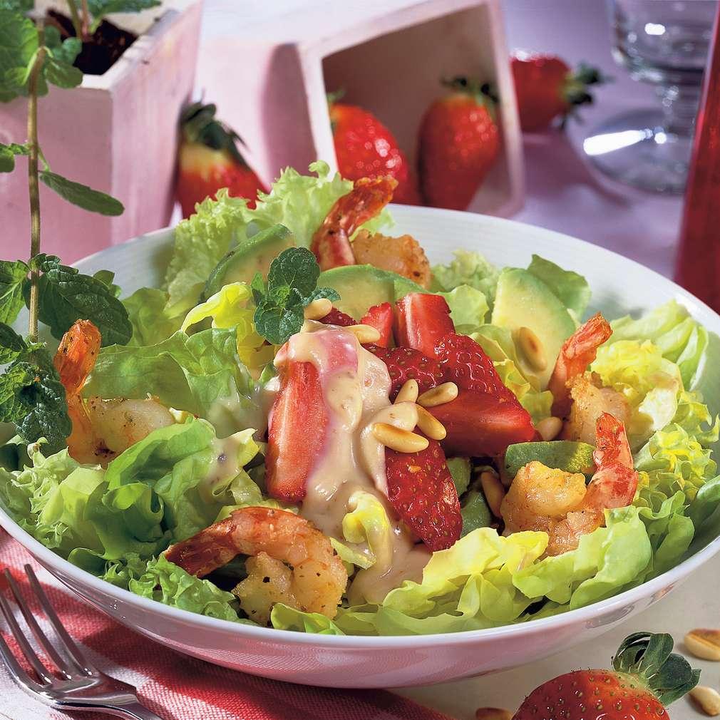 Abbildung des Rezepts Salat mit pikantem Erdbeerdressing