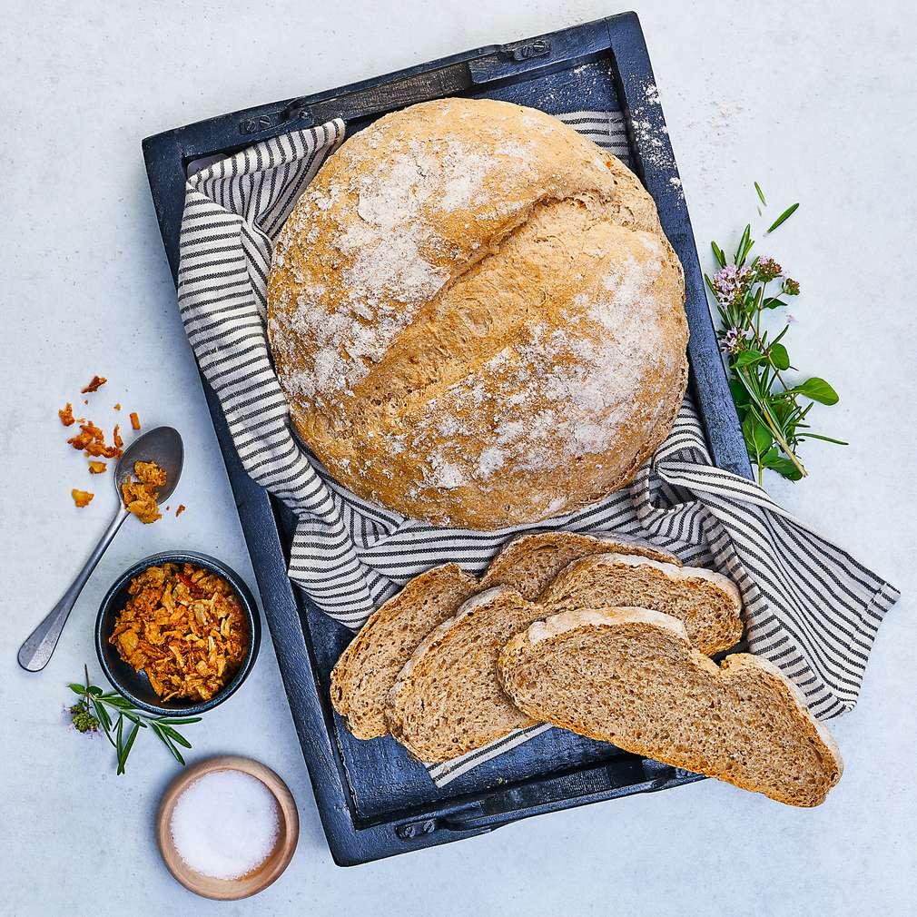 Imaginea rețetei Pâine cu făină spelta și ceapă prăjită
