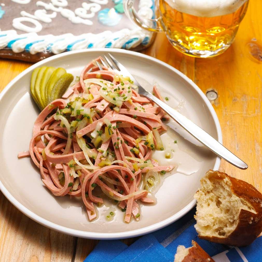 Imaginea rețetei Salată bavareză de cârnați