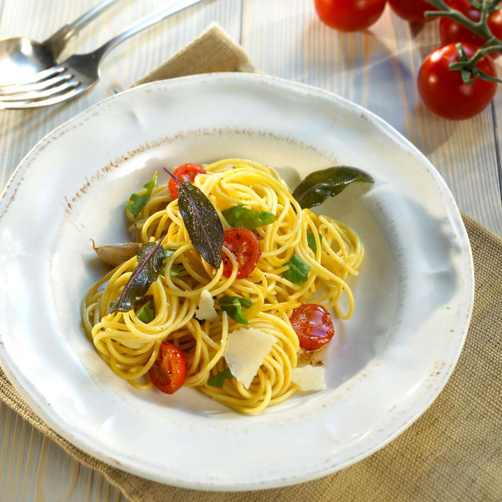 Zobrazit Špagety s rajčaty a šalvějí receptů