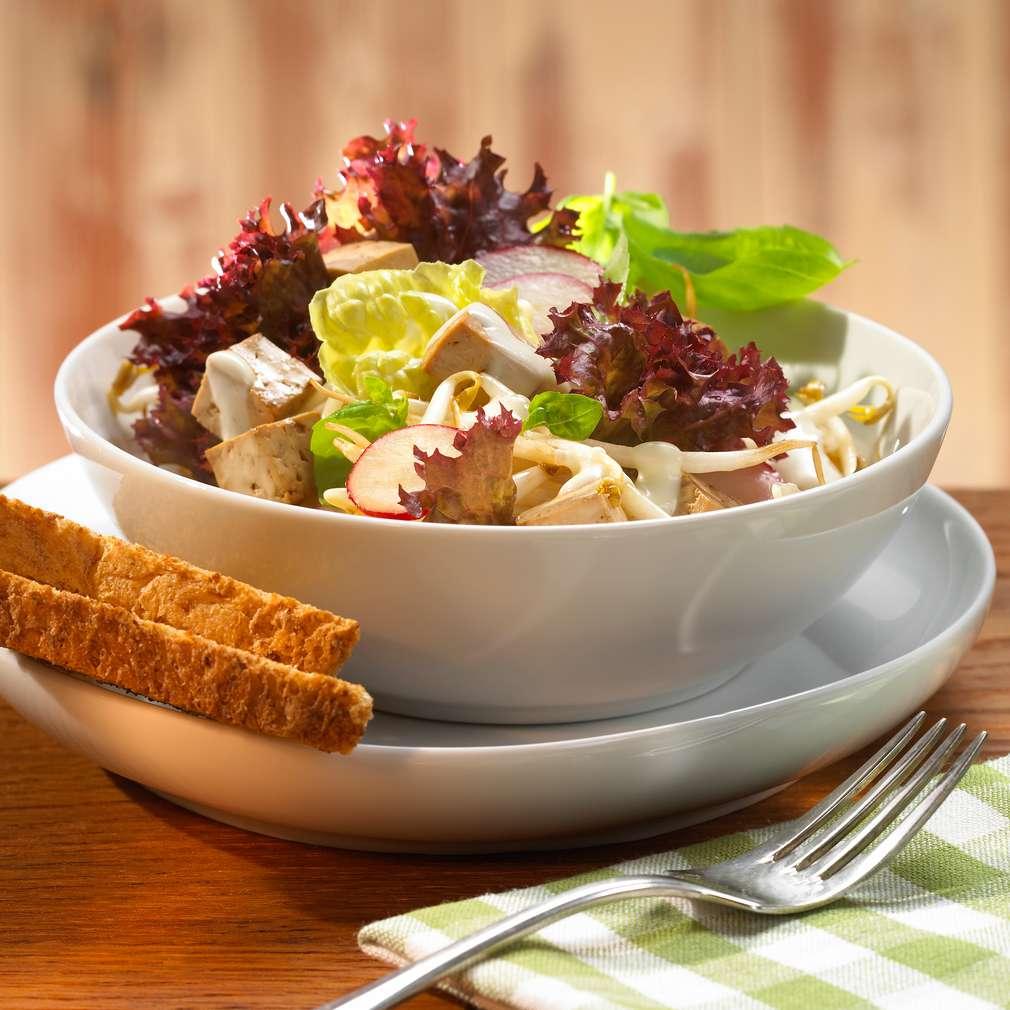 Zobrazit Kadeřavý salát s tofu a medovým dresinkem receptů