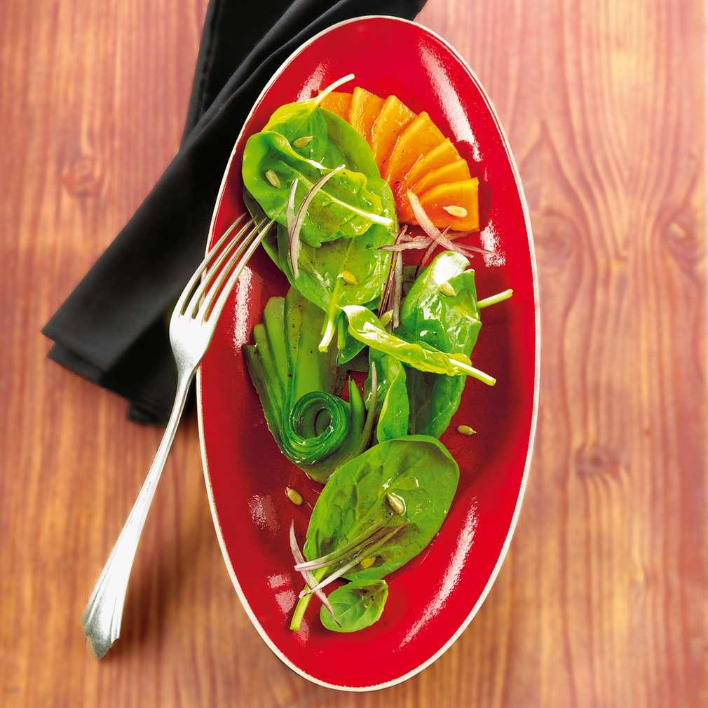 Abbildung des Rezepts Papaya-Gurkensalat mit Grapefruitdressing