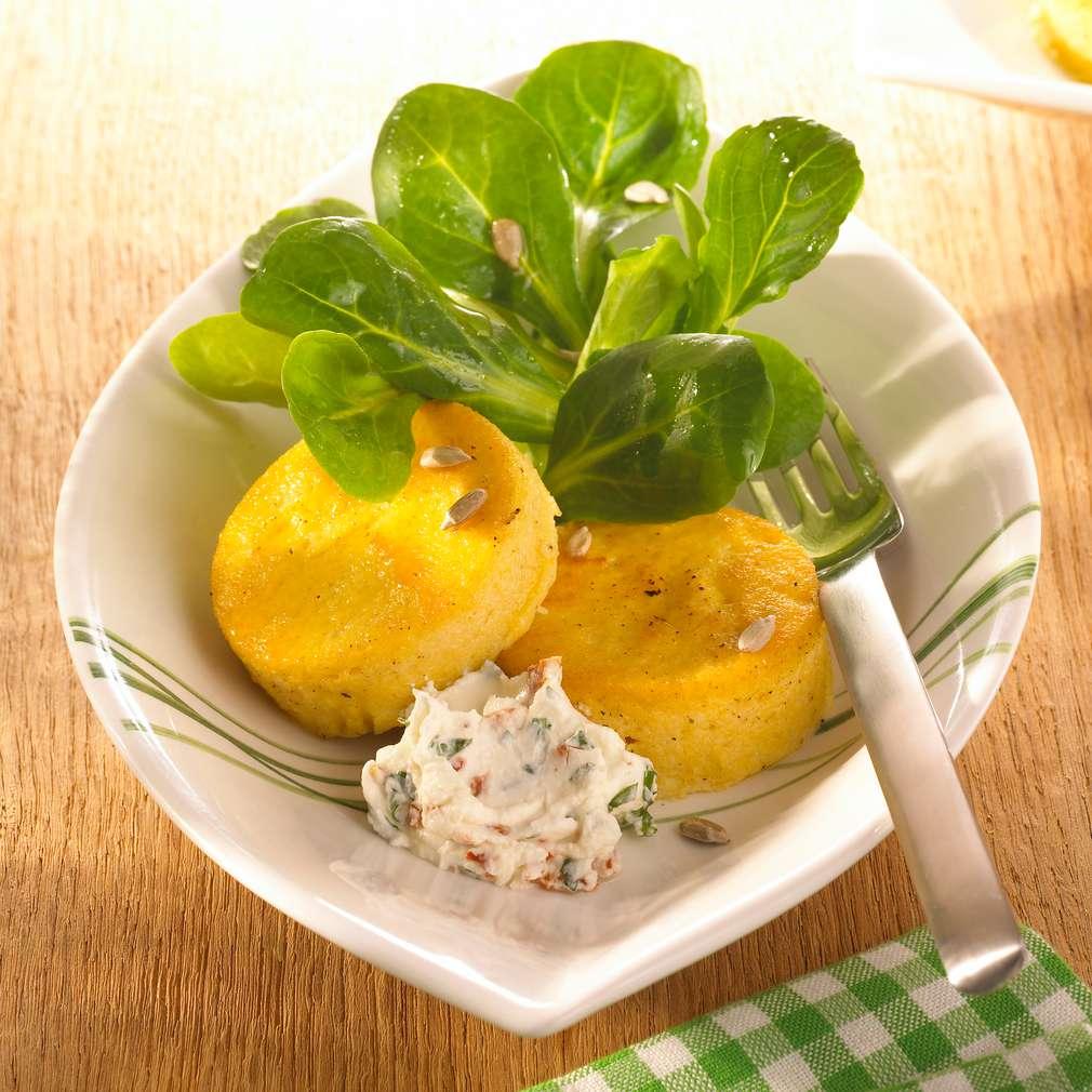 Abbildung des Rezepts Polentaküchlein mit Tomaten-Basilikum-Creme