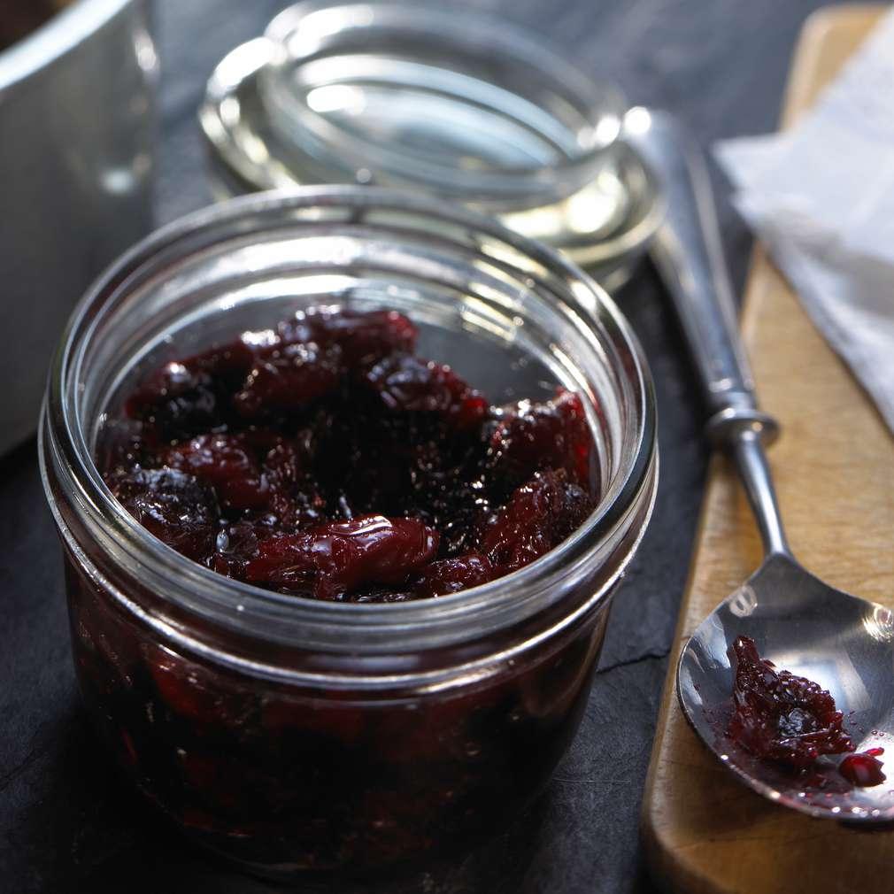 Abbildung des Rezepts Kirsch-Chutney mit roten Zwiebeln
