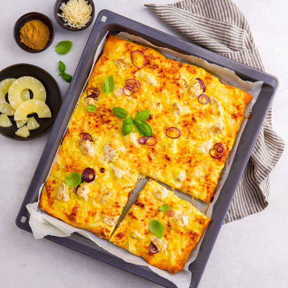 Abbildung des Rezepts Curry-Hähnchen-Pizza mit Ananas