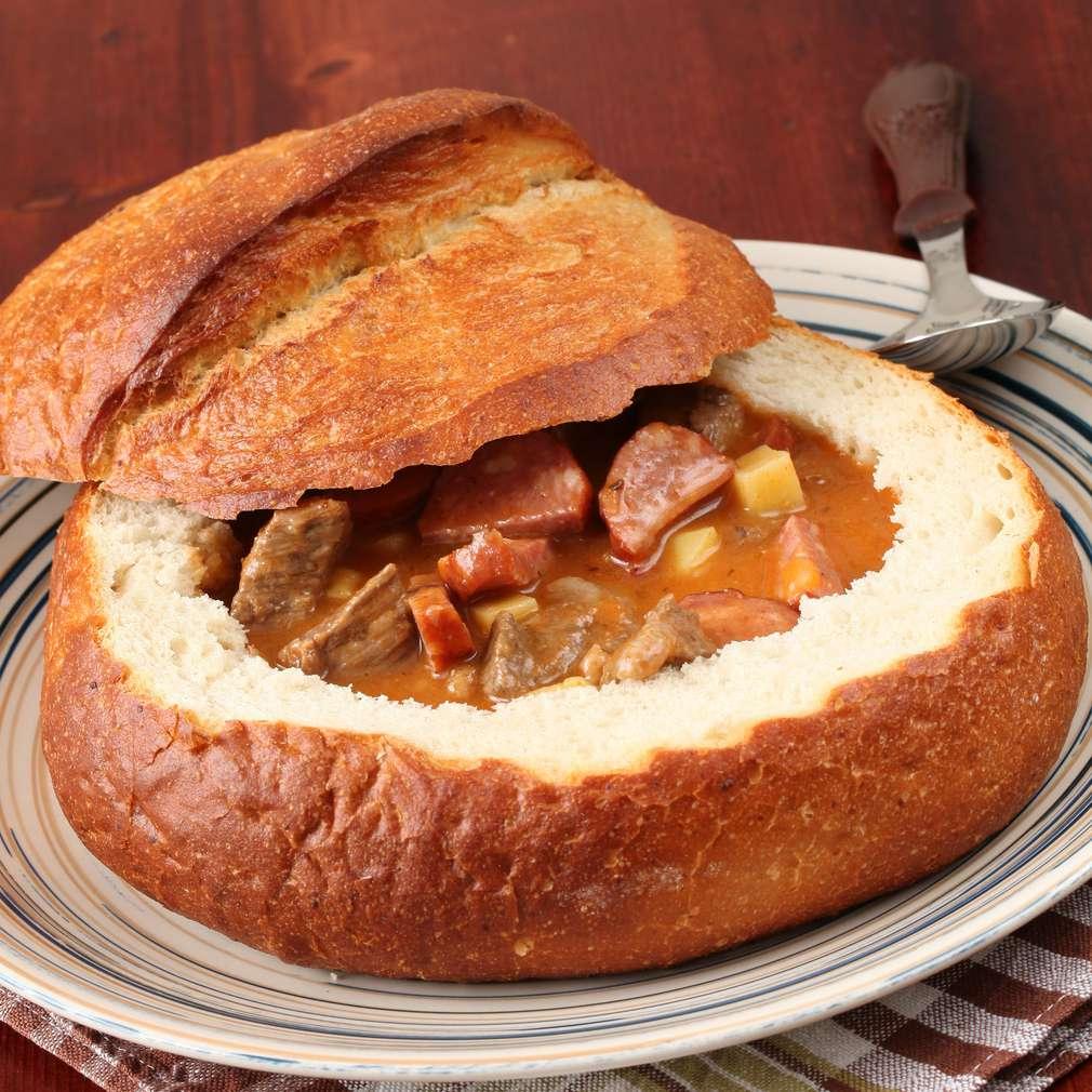 Imaginea rețetei Gulaş în pâine