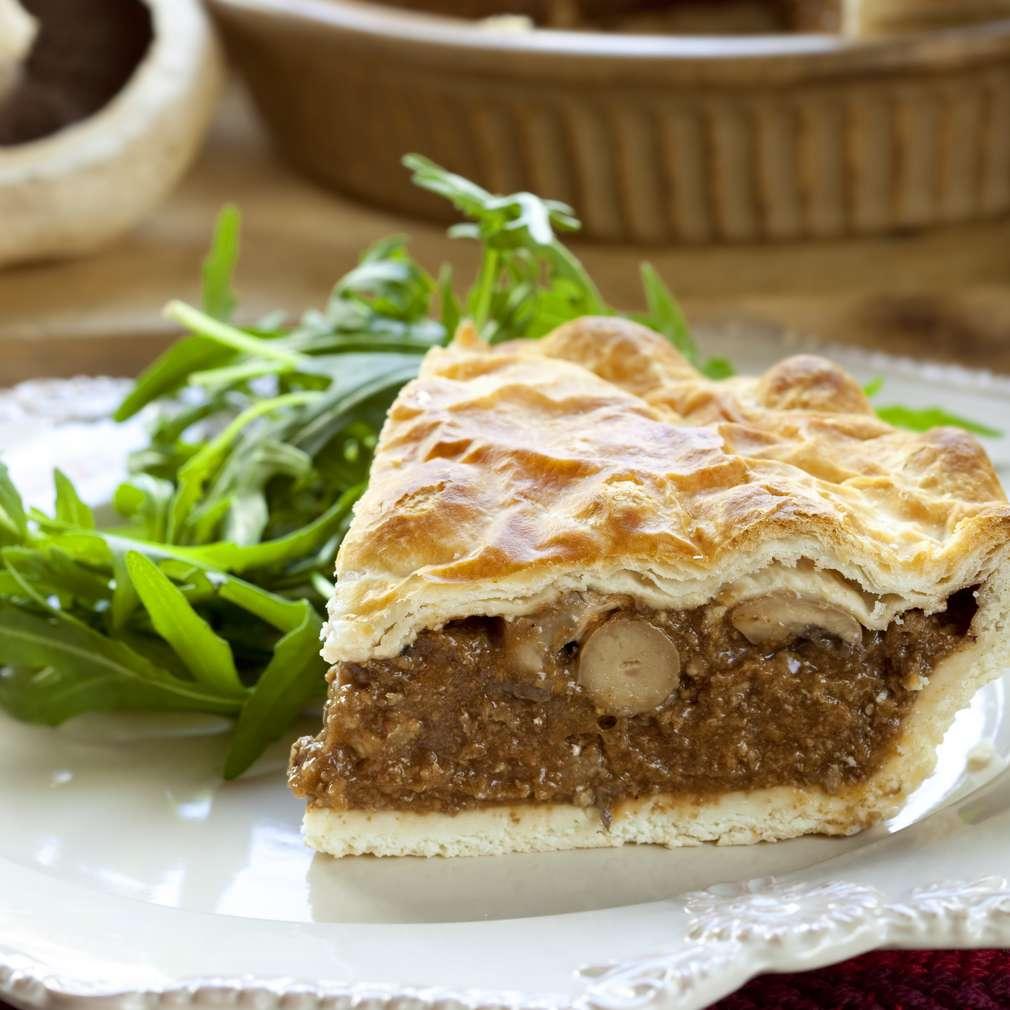 Imaginea rețetei Plăcintă cu carne tocată şi ciuperci