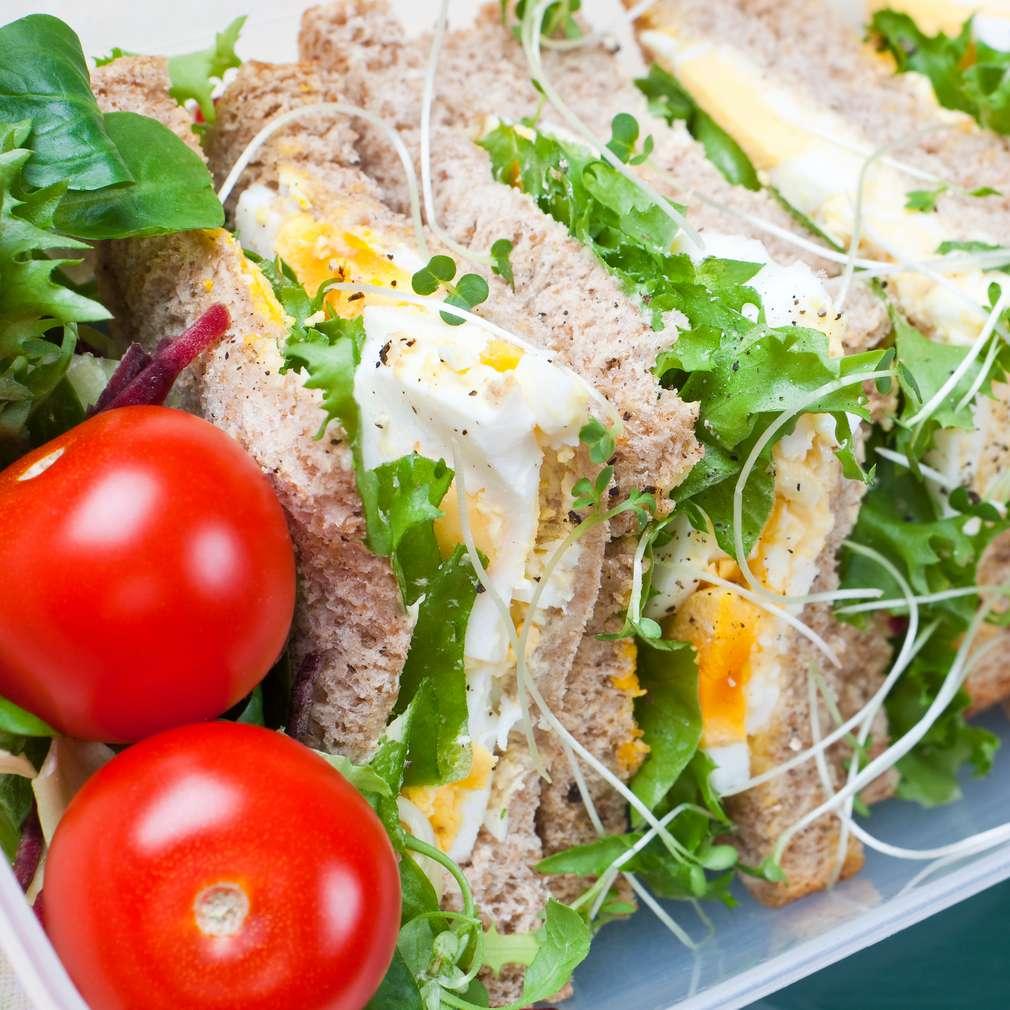 Imaginea rețetei Sendviș cu ou și verdeață