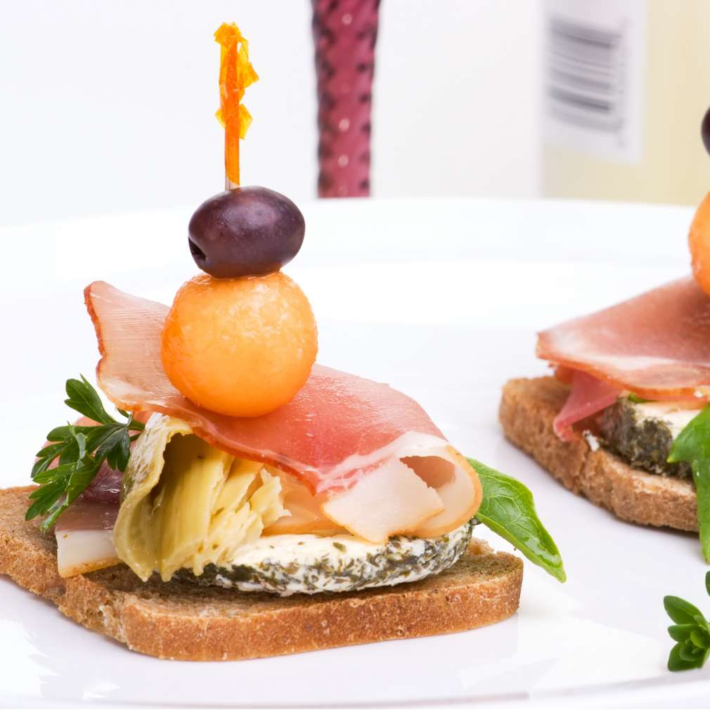 Imaginea rețetei Prosciutto cu măsline, brânză și anghinare