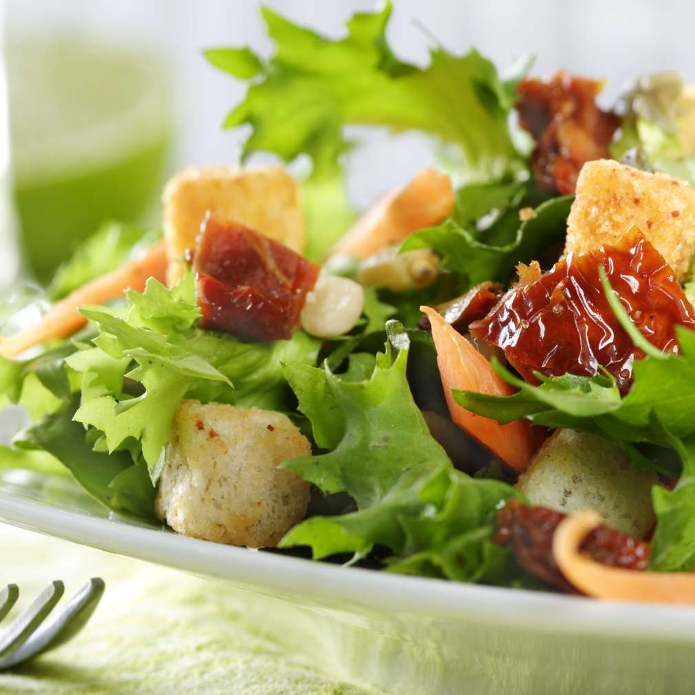Salată cu roșii uscate