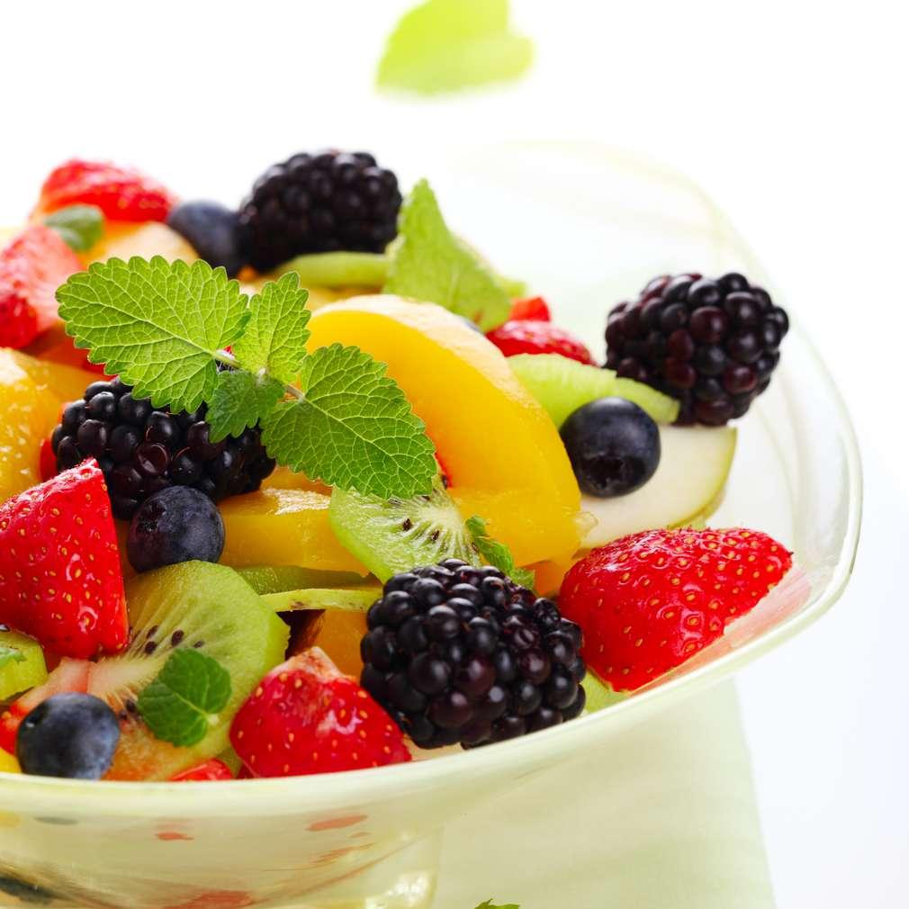 Imaginea rețetei Salată de fructe cu mure și afine