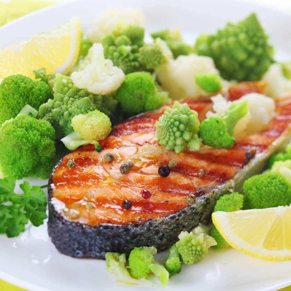 Somon cu broccoli și conopidă