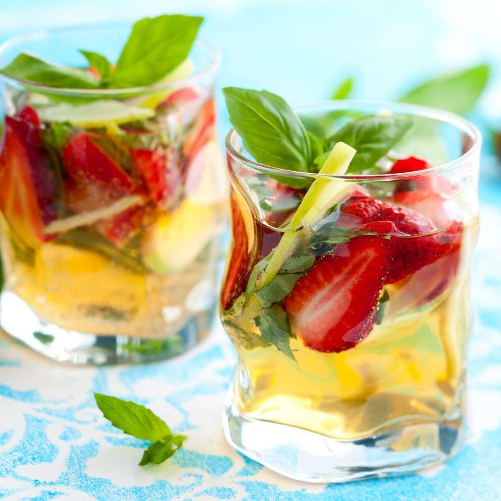 Imaginea rețetei Sangria de mere și căpșune