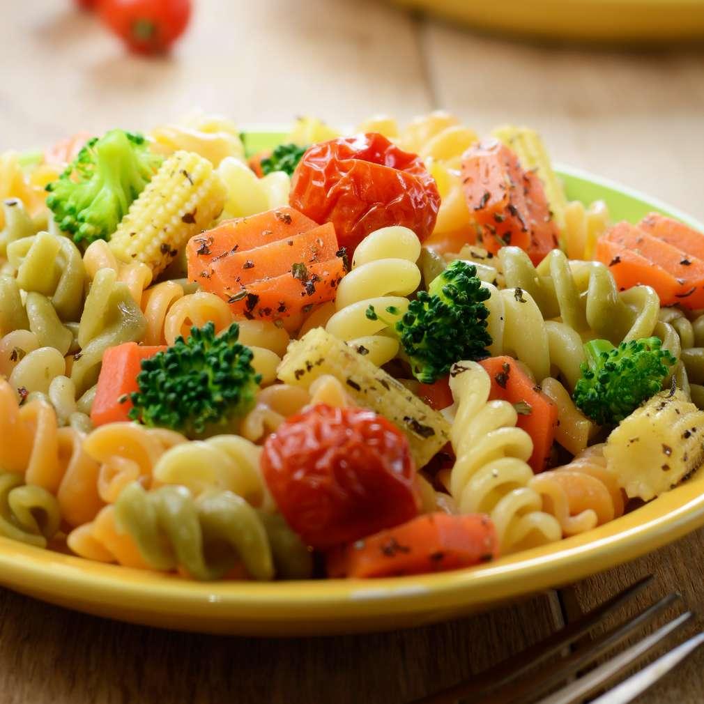 Imaginea rețetei Salată de paste și legume