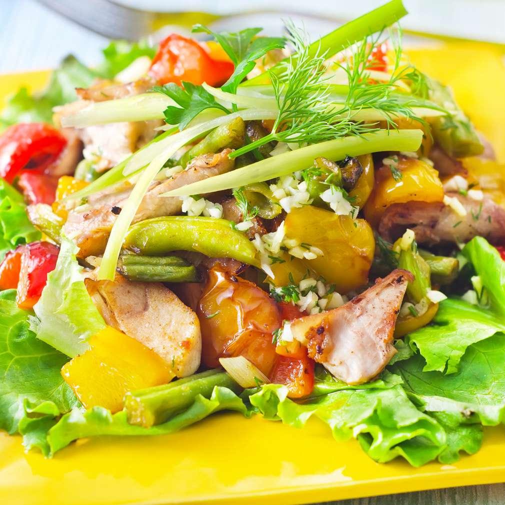 Imaginea rețetei Salată de pui cu măsline și cartofi