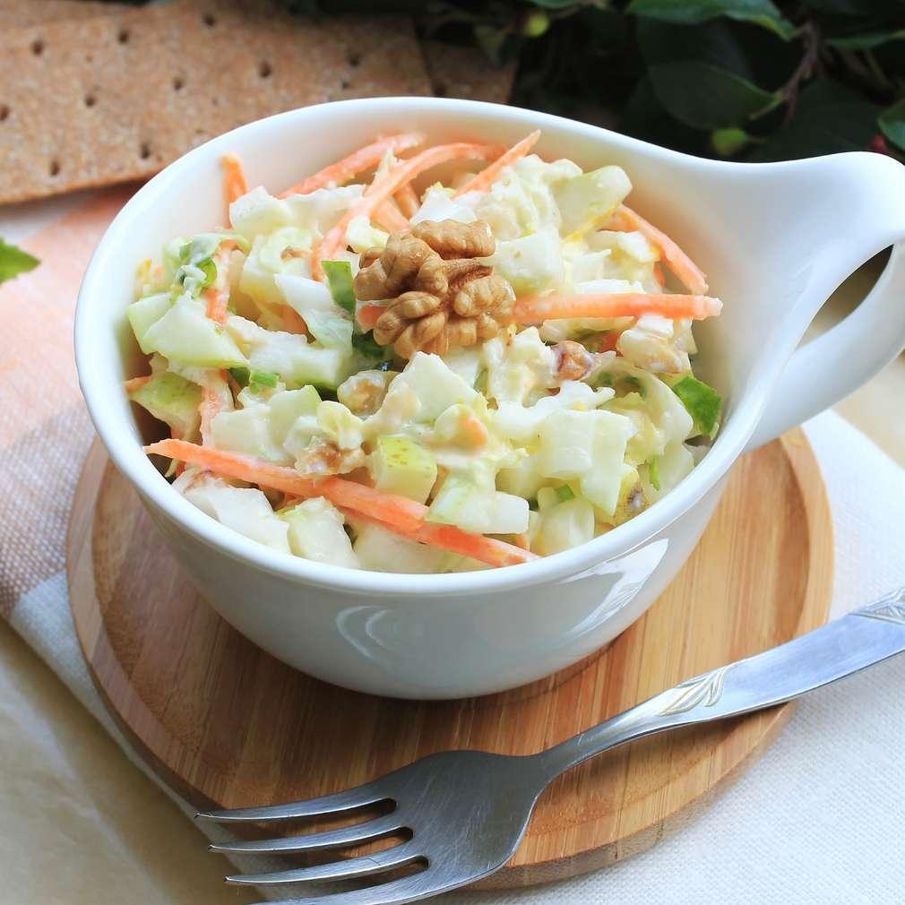 Salată de varză cu nuci