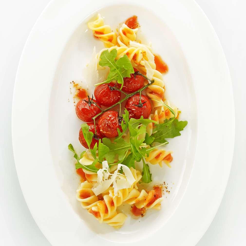 Zdjęcie przepisu Świderki w maśle z solą morską i pomidorkami cherry