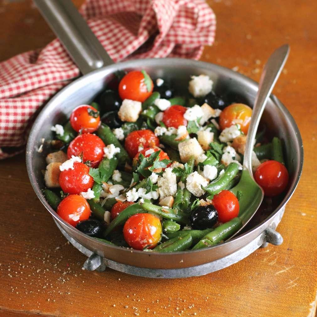 Salată caldă cu roșii