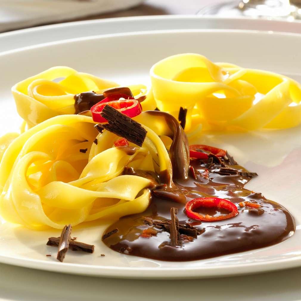 Zobrazit Tagliatelle s čokoládou, chilli a kardamomem receptů