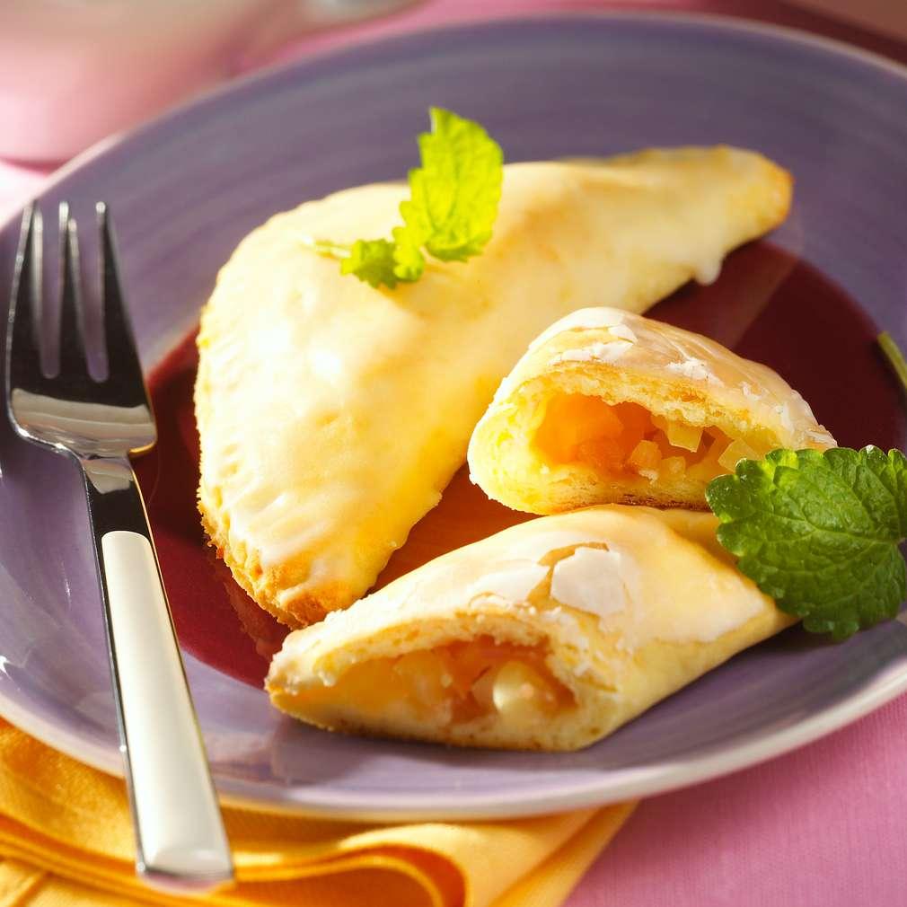 Zobrazit Jablečné taštičky s ovocnou omáčkou receptů