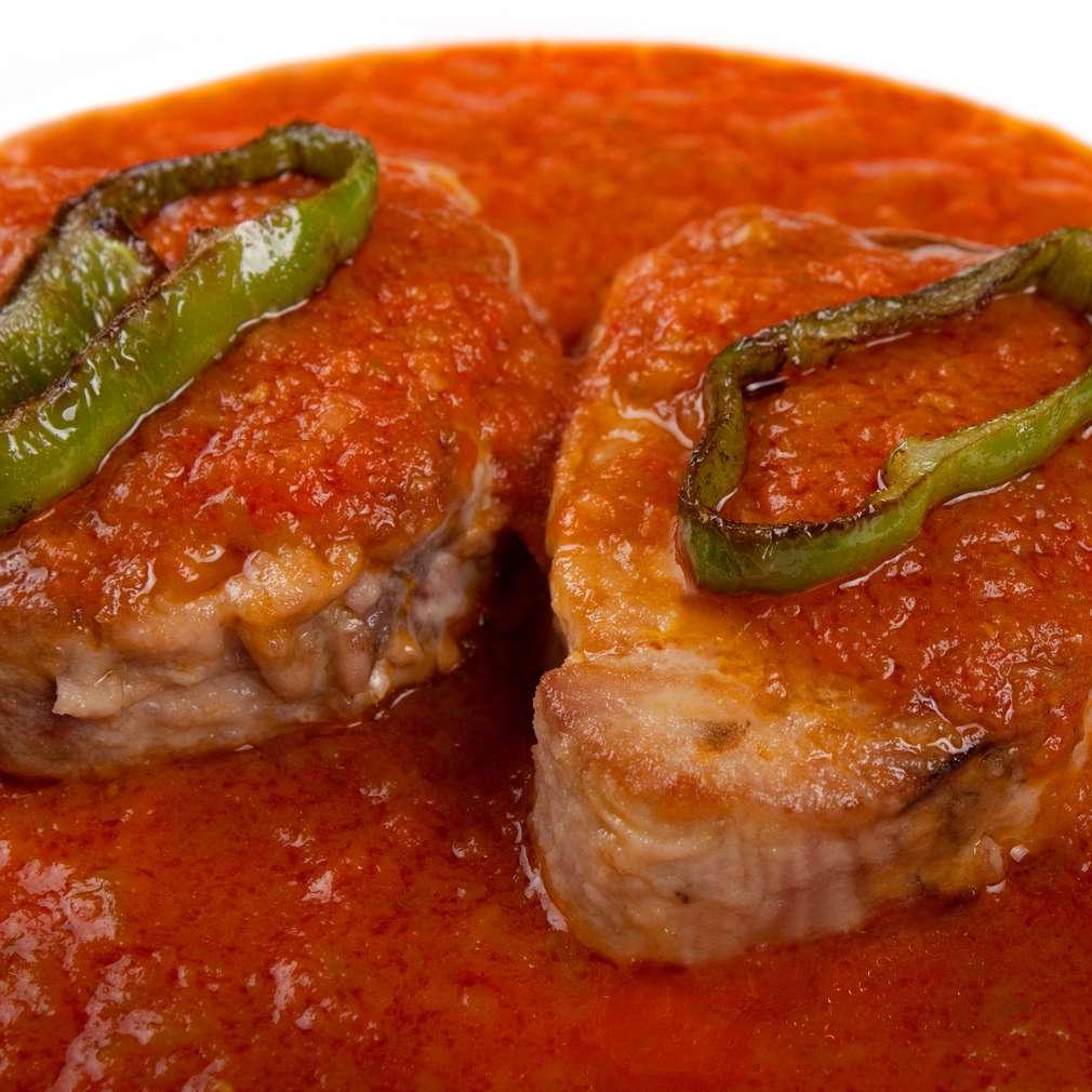 Ton în sos tomat