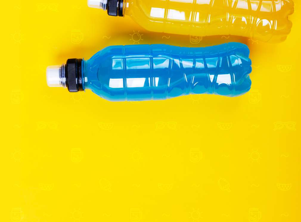 Изображение на бутилка, пълна с изотонична напитка