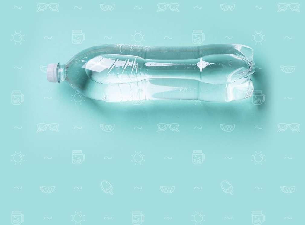 Изображение на бутилка, пълна с вода