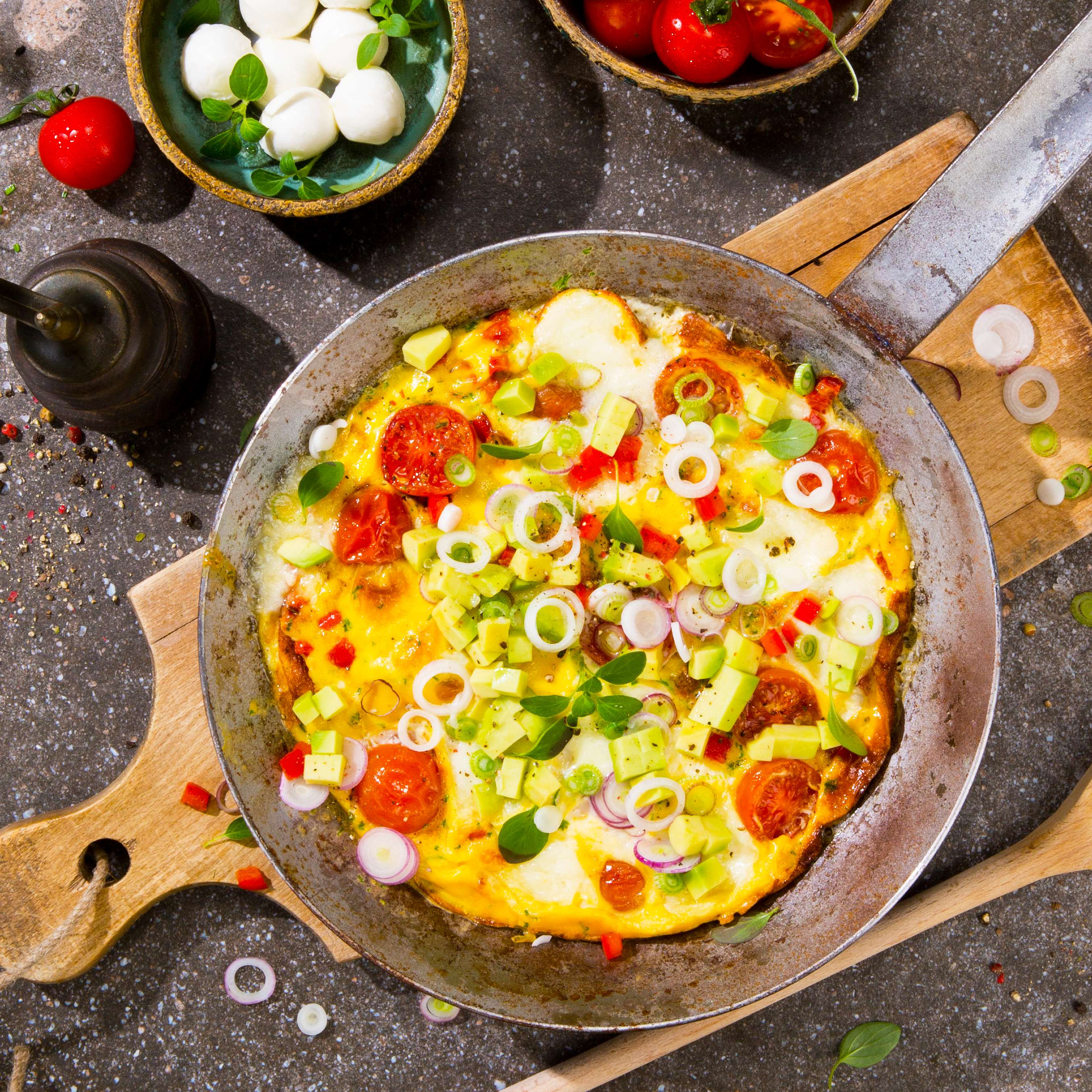 rezept f r omelette mit tomaten und mozzarella kaufland. Black Bedroom Furniture Sets. Home Design Ideas