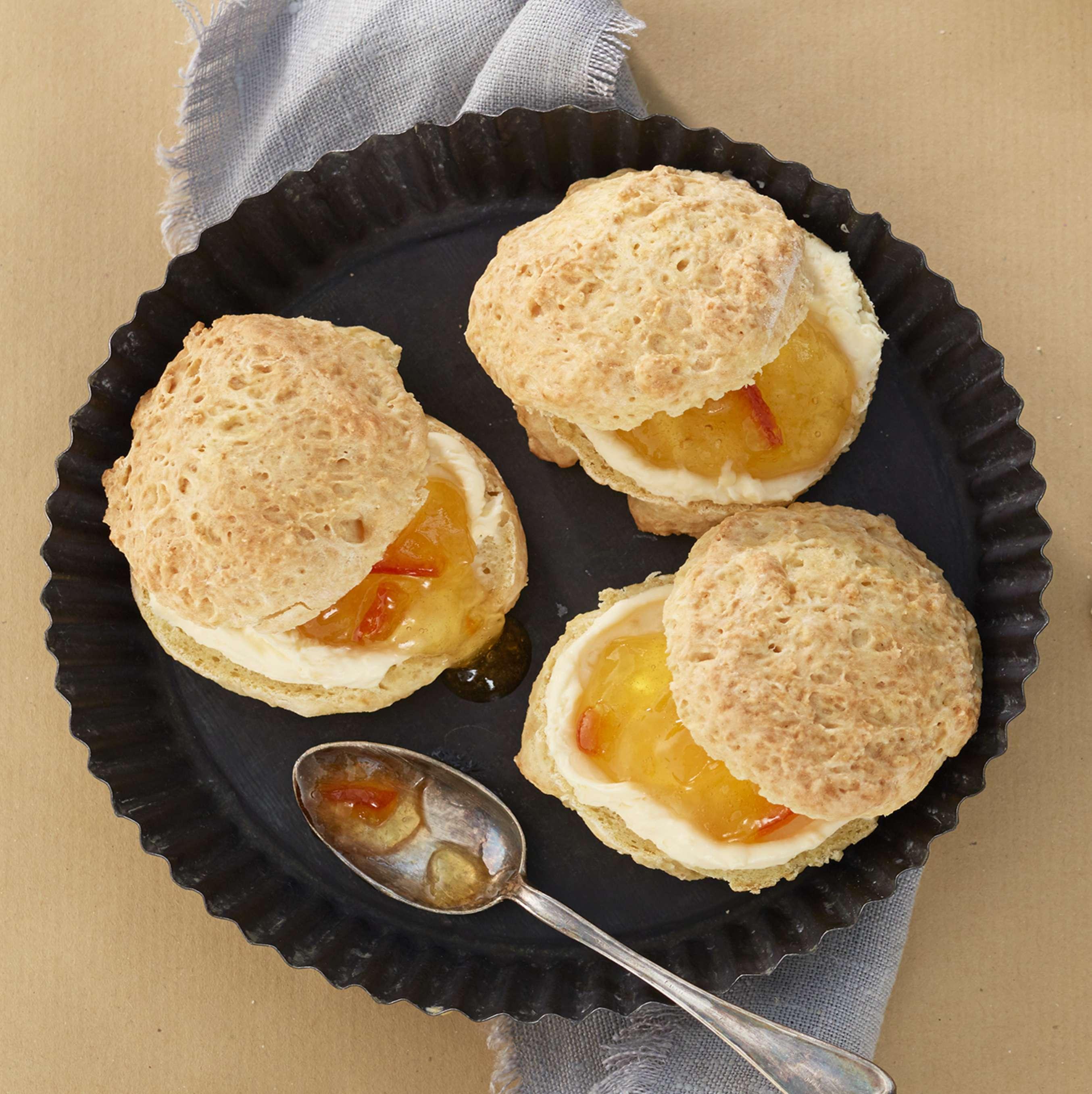 rezept f r buttermilch scones mit clotted cream kaufland. Black Bedroom Furniture Sets. Home Design Ideas