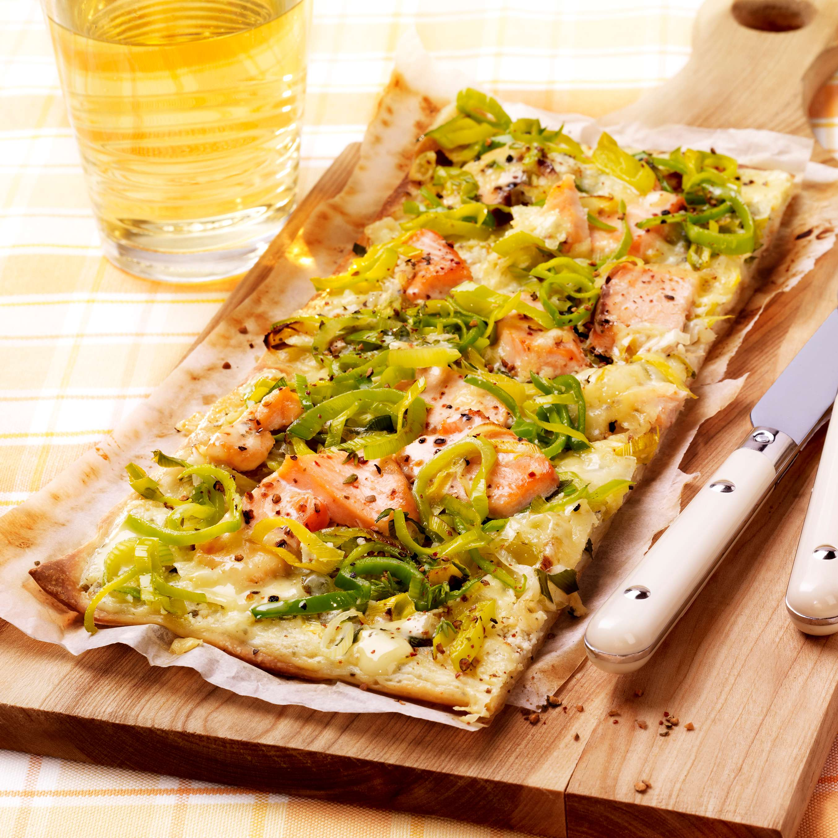 rezept f r lachs flammkuchen kaufland. Black Bedroom Furniture Sets. Home Design Ideas