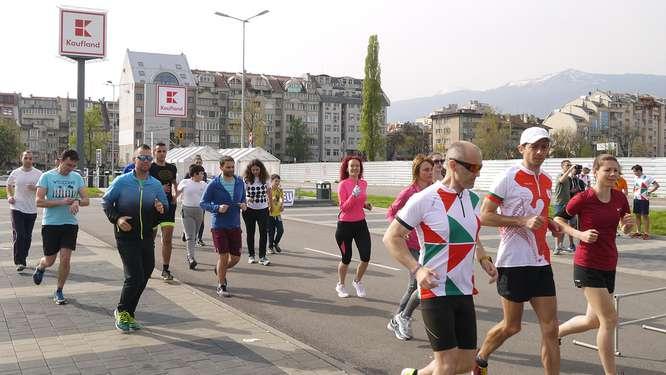 Снимка на част от хората, участващи в свободните тренировки
