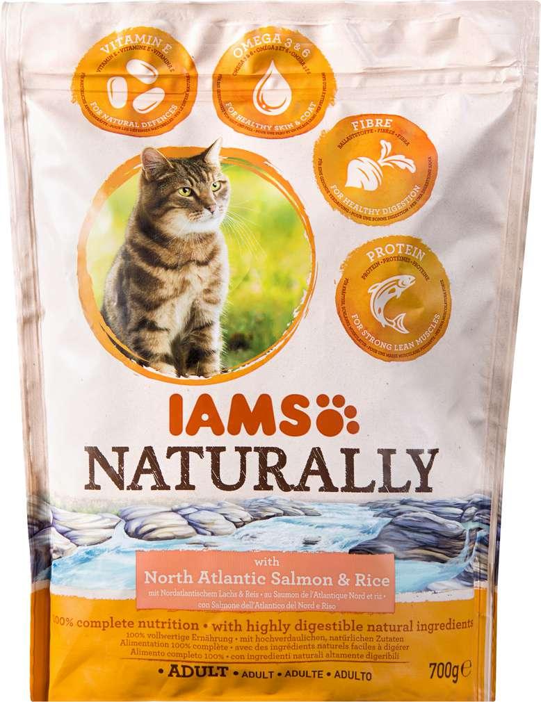 Abbildung des Sortimentsartikels IAMS Naturally Adult mit Lachs und Reis 700g